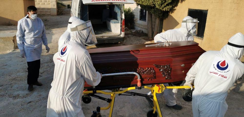 بالصور: دفن حالة وفاة كورونا في بلدة رأس بعلبك