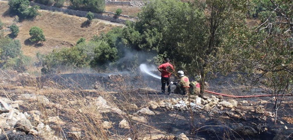 فوج اطفاء اتحاد بلديات قضاء بنت جبيل يخمد حريقاً في بلدة شقرا ودوبية