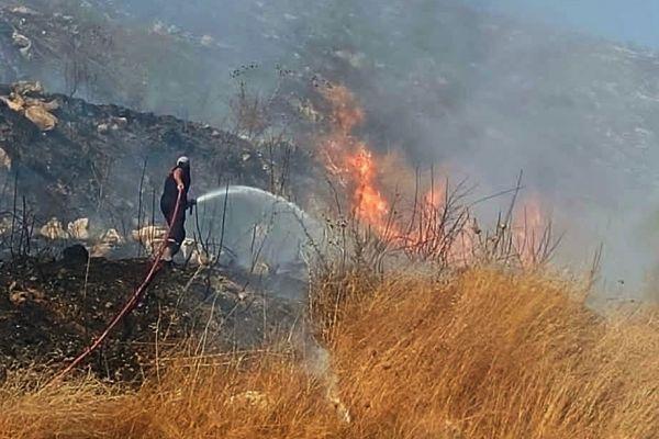 بالصور: اخماد حريق بين بلدة قانا و بلدة مزرعة مشرف