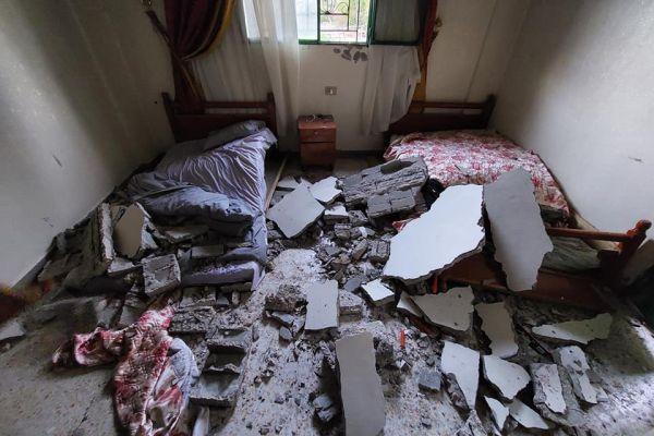 الدفاع المدني ينقذ شخص انهار سقف منزله عليه في جبشيت
