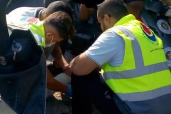الدفاع المدني - الهيئة يسعف شخصين اصيبا جراء حادث سير وقع على طريق عام طيردبا - صور