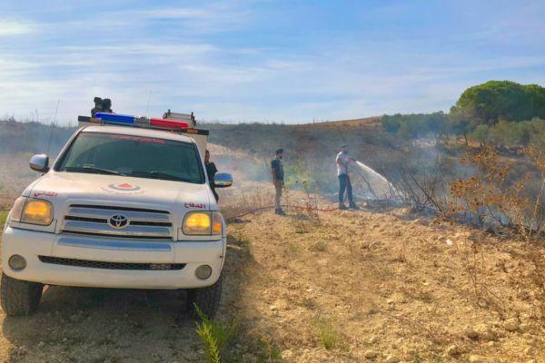 الدفاع المدني يخمد  حريق أعشاب يابسة في الزرارية