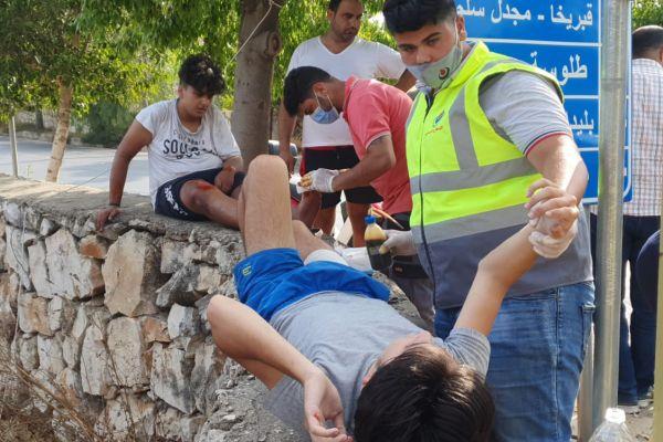 اسعاف شخصين في بلدة برج قلاوية اثر حادث سير