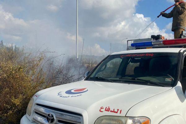 إخماد حريق أعشاب يابسة في بلدة الواسطة