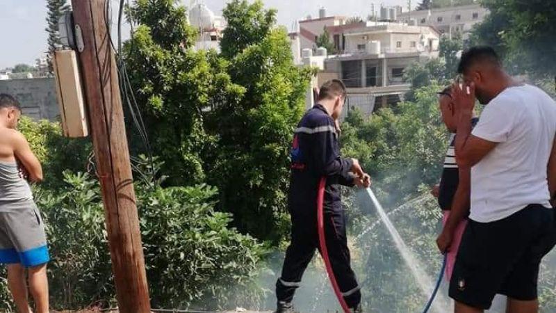فرق الدفاع المدني تخمد حريقاً في بلدة السماعية الجنوبية