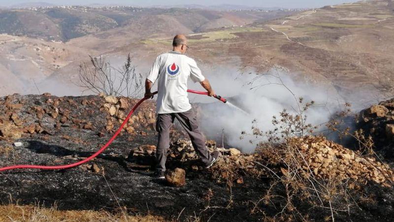 إخماد حريق أعشاب يابسة في بلدة كفرصير