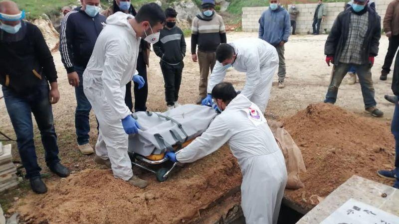 بالصور: الدفاع المدني  يتصدى لدفن حالتي وفاة كورونا في الجنوب الثانية