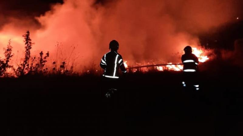 فوج إطفاء بنت جبيل يخمد حريقاً في بلدة عيترون