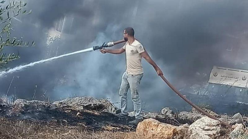الدفاع المدني يخمد حريقاً شب على مساحة واسعة من الاعشاب و شجر الزيتون في النبطية