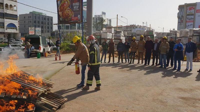 دورة للدفاع المدني  في مكافحة الحرائق للهيئة الادارية في جمعية الامداد