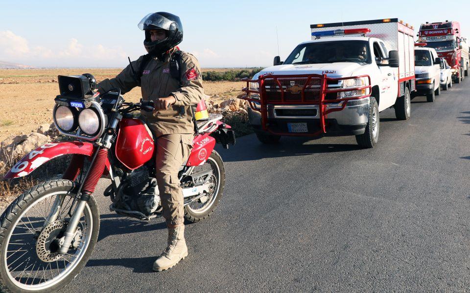 بالصور: الدفاع المدني وفوج اطفاء الضاحية واكبوا قافلة كسر الحصار