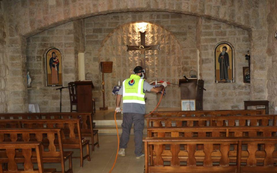 الدفاع المدني يعقّم 30 كنيسة و 610 مساجد من فيروس كورونا