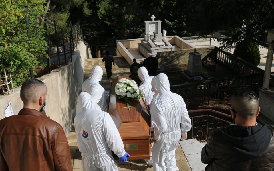 بالصور والفيديو : دفن حالة وفاة جراء فيروس كورونا في مشغرة