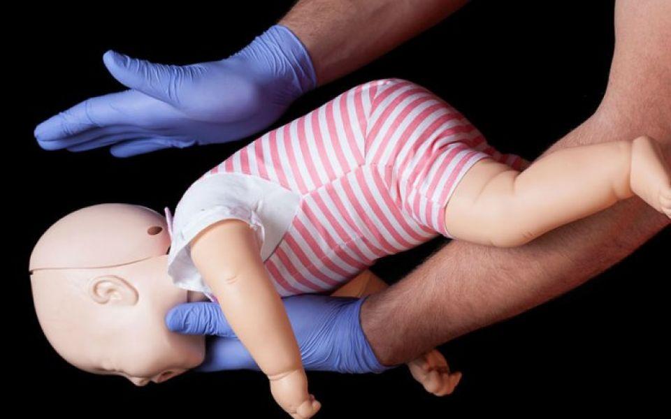 بالفيديو: كيف نتصدى للاختناق عند الرضّع؟