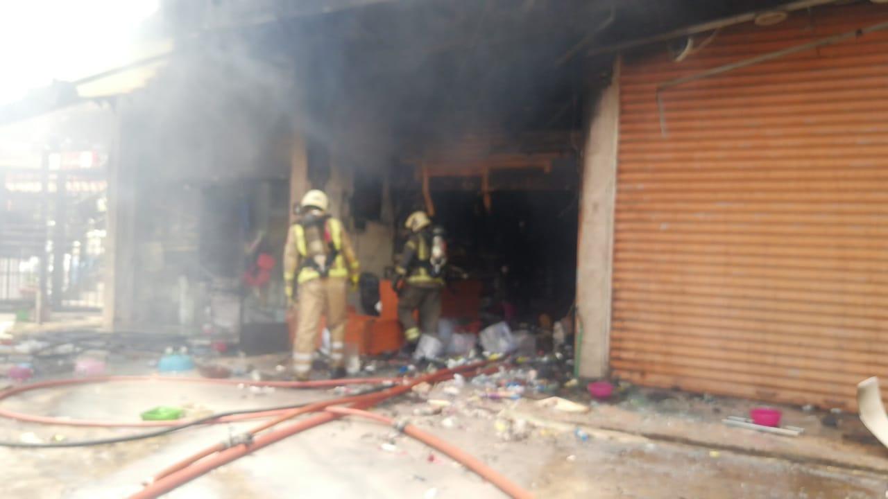 بالصور : فوج اطفاء الضاحية يتصدى لحريق ضخم في منطقة بئر حسن - الرحاب