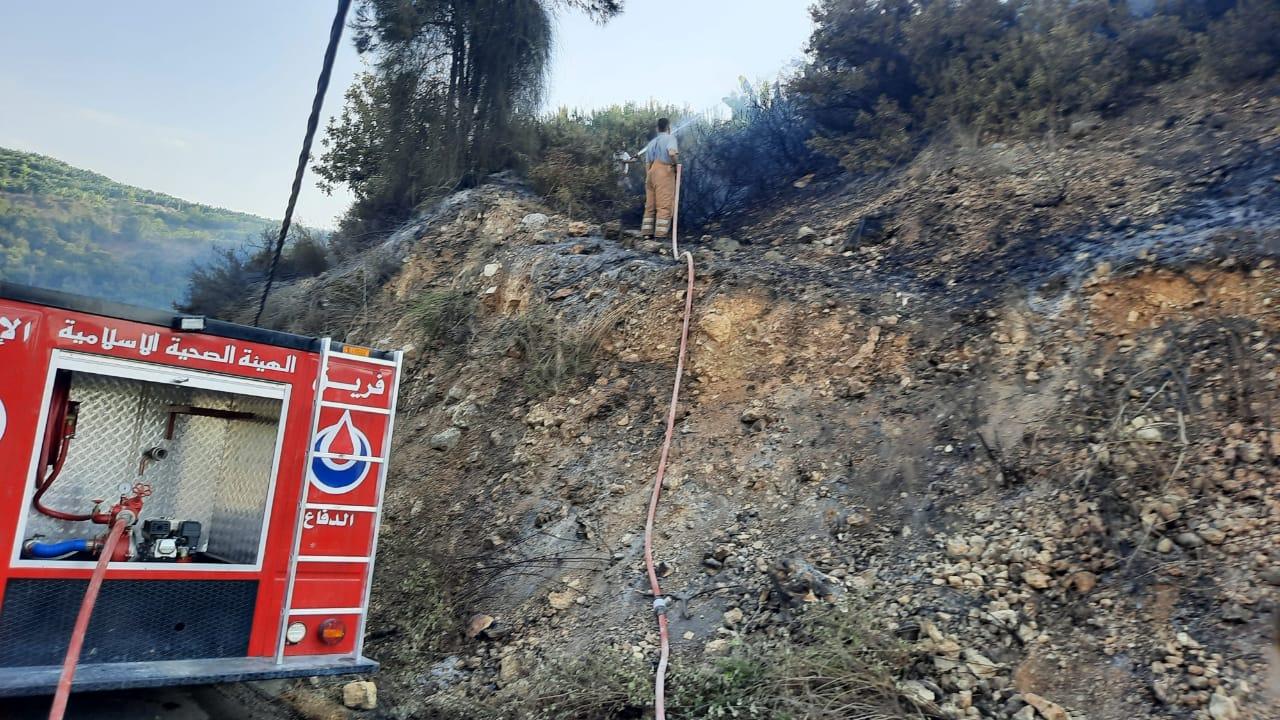 عناصر مركز رسم الحدث يخمدون عدد من الحرائق في في بلدة حربتا ووادي فعرا